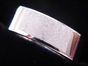 Gravur Ring Fingerabdruck; Foto: Uhren Thurner