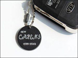 Gravur Autoschlüssel Anhänger; Foto: Uhren Thurner